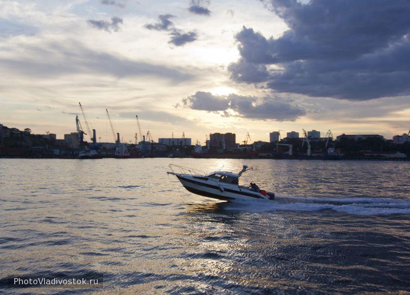 Катер. Город Владивосток. Фотографии Владивостока
