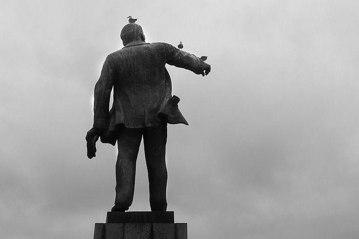 Памятник Ленину на площади около ЖД вокзала, июнь 2006 г.. Памятники и музеи. Фотографии Владивостока
