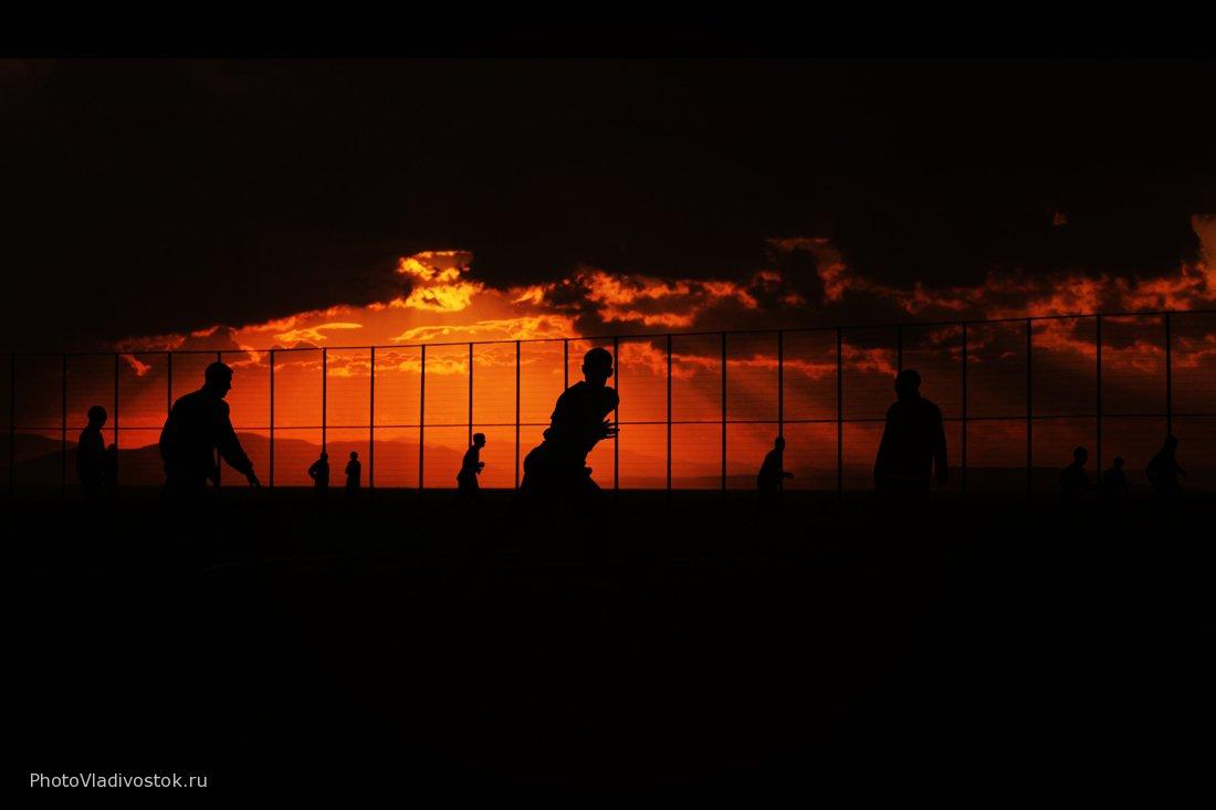 football on sunset (4). Закаты и рассветы. Фотографии Владивостока